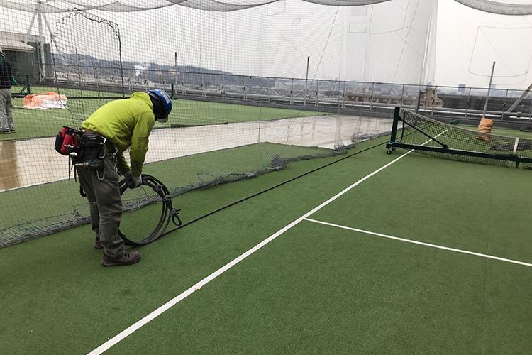 東京都府中市テニスコート 防球ネット・ガセットプレート取付工事